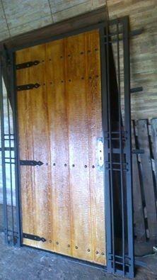 Puertas y portones de garage en hierro y madera precio x for Puertas de madera para garage