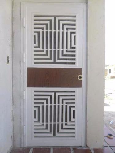 puertas y rejas de seguridad