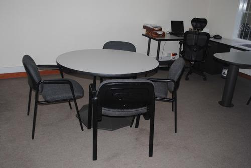puestos de trabajos y sillas de oficina