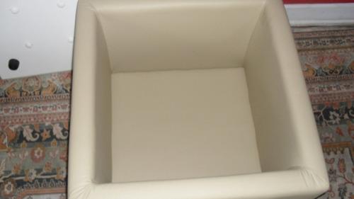 puff  baú quadrado com assento em estilo capitone.