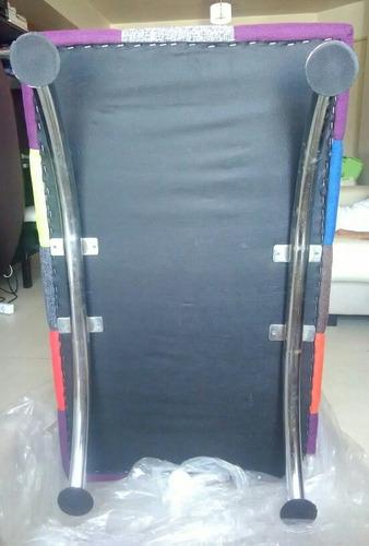 puff rectangular moderno con patas de aluminio
