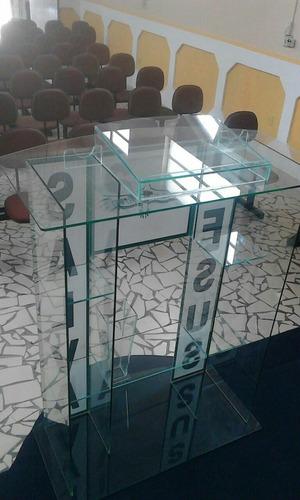 púlpito de vidro.