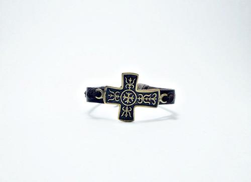 pulseira bracelete maculina de couro com cruz de metal