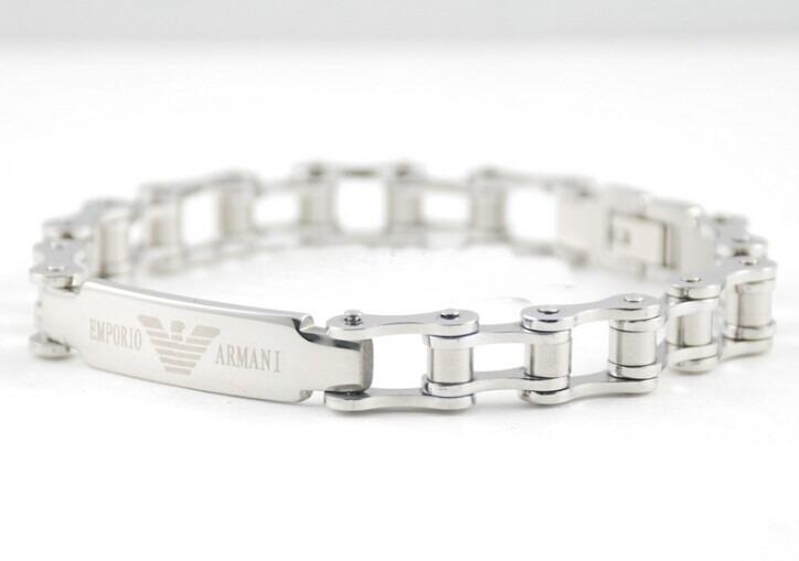 d3c70a94225 Pulseira Bracelete Masculina Feminina Emporio Armani Aço - R  69