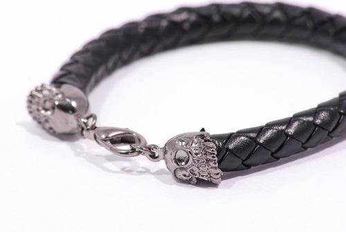 pulseira de couro com duas caveiras - ref: p026