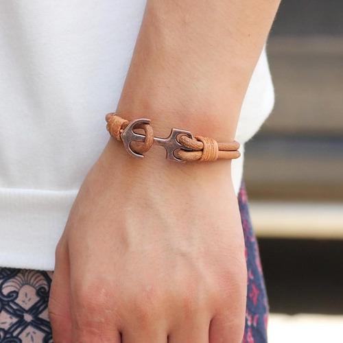 pulseira de couro com pingente âncora