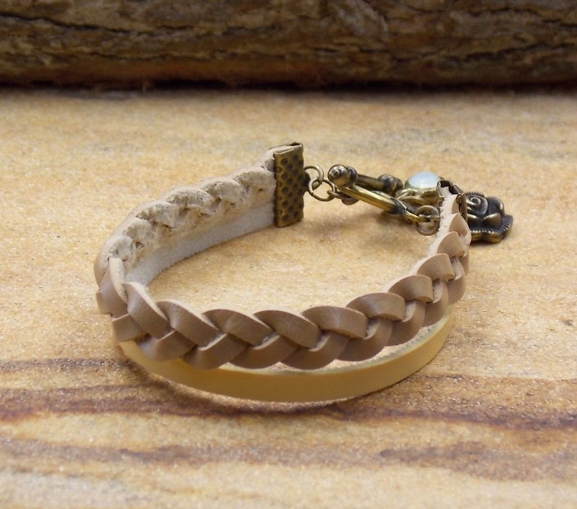 e03b079b3c pulseira de couro feminina nude bijuterias acessorios. Carregando zoom.
