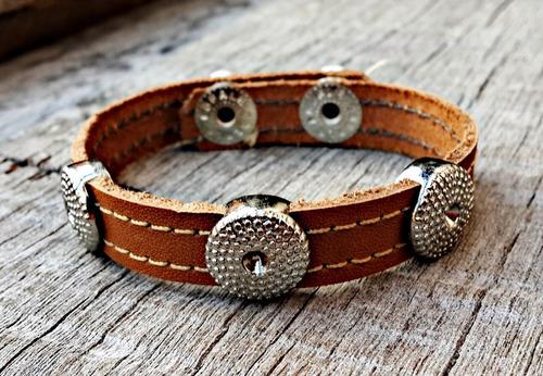 pulseira de couro hangar caramelo botão