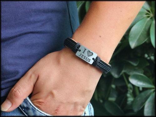 pulseira de couro preto com placa i love jesus