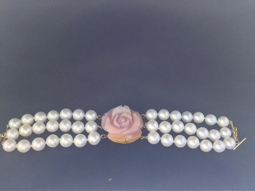 pulseira de pérola com flor em coral