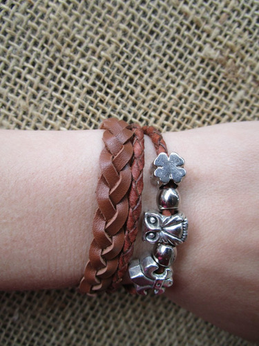 pulseira feminina berloques em couro