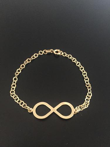 pulseira folheada a ouro com o símbolo infinito