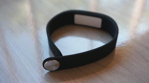 pulseira inteligente smartband sony srw10 preta - original