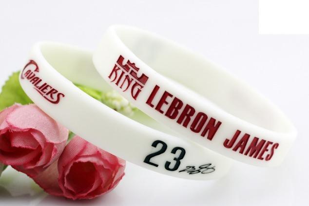 635525a0582 Pulseira Nba - Lebron James - Cleveland Cavaliers Branca - R  20