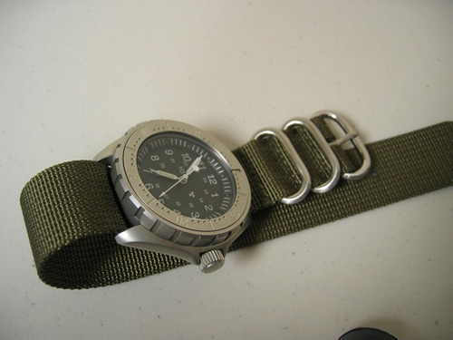 pulseira nylon zulu premium 22 mm oliva  3 anéis acetinados