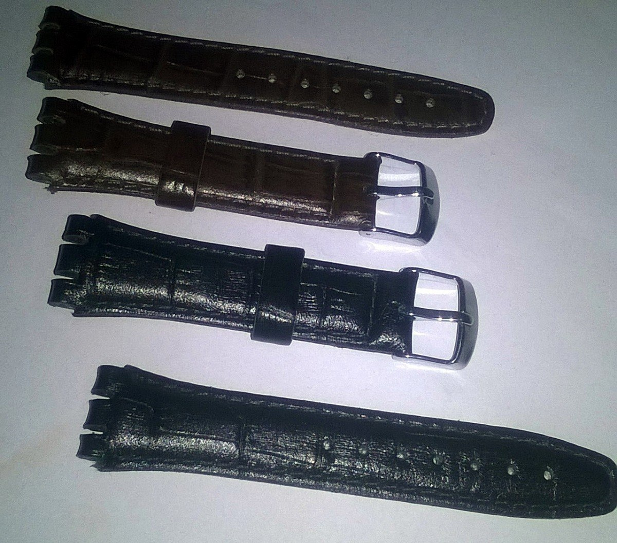 b2fb7e4df01 Pulseira Swatch Couro Preta E Marrom Mod. Groco 17mm - R  55