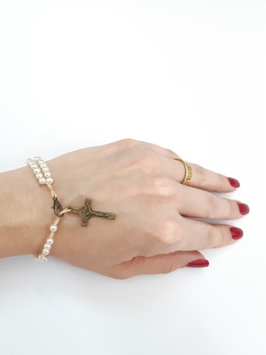 pulseira terço de pulso pérolas cruz