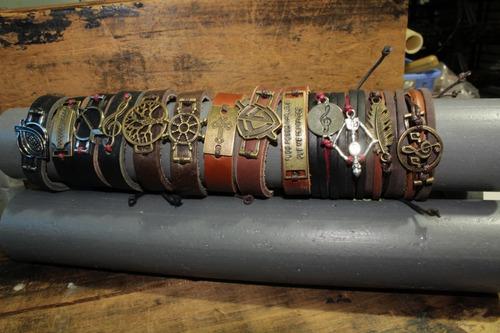 pulseiras couro bolinha e colar combo misto
