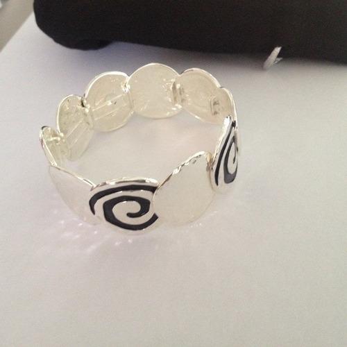 pulsera acabado plata con diseño