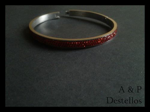 pulsera acero plateada, con cristales rojos (esclava)