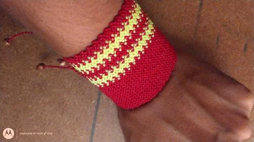 pulsera artesanal, con hilo encerado...