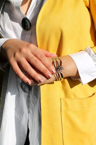 pulsera brazalete acero inoxidable flores caladas mujer