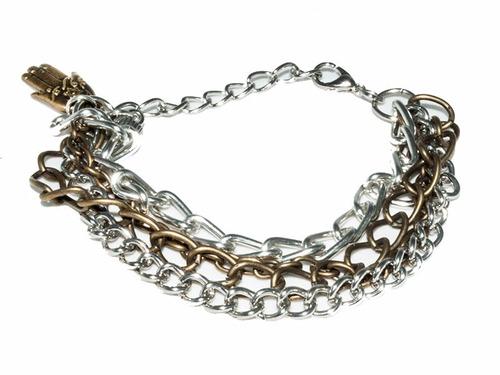 pulsera con cadenas de varios estilos