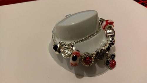 pulsera con charms plateados y rojos mouse  envio gratis