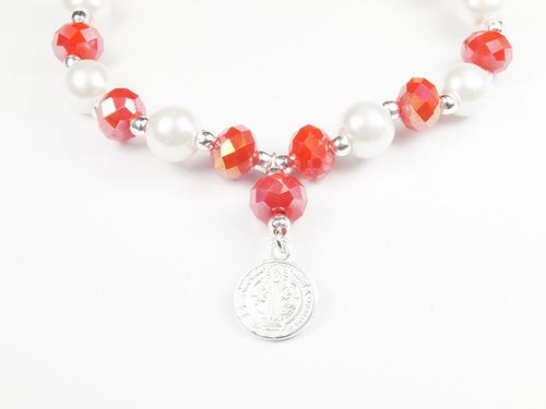 pulsera de cristales rojos y perlas con dije de san benito p