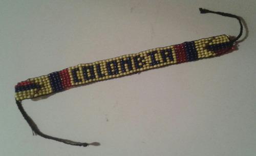 pulsera de mostacilla artesanía souvenir de colombia