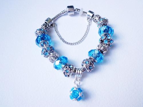 pulsera de mujer pandora , metal y cristales