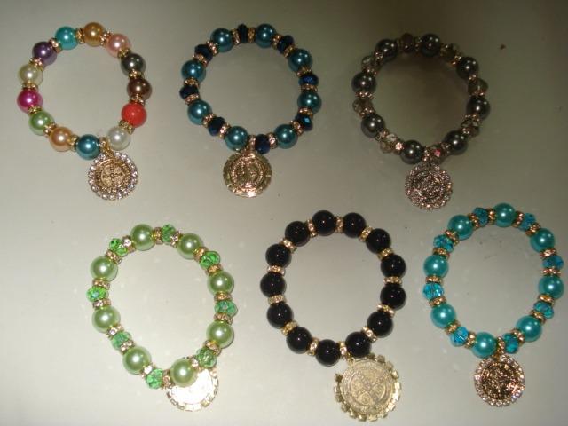 6a9eaaa3143e Pulsera De Perla Con Rondel Y Medalla Variedad Colores -   24.00 en ...