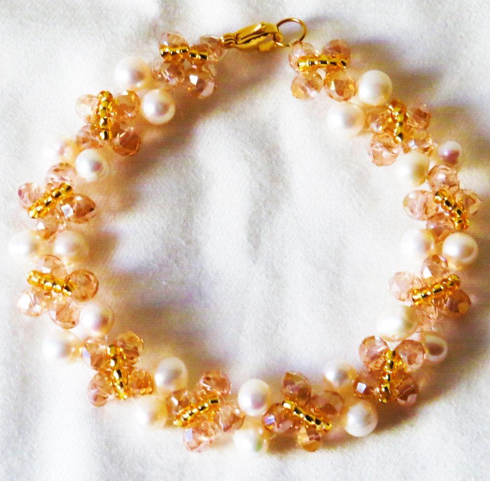 118125e42824 pulsera de perlas de rio blancas con piedras murano beige. Cargando zoom.