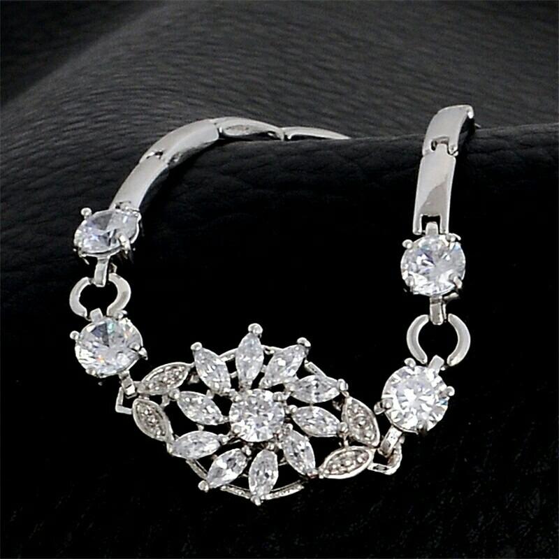 e328dae6557f pulsera de zirconias calidad diamante en oro blanco laminado. Cargando zoom.