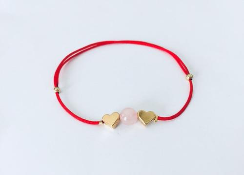pulsera hilo rojo cuarzo rosa y corazones baño de oro