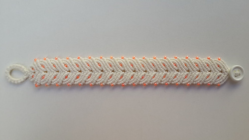 pulsera macramé de 6 hilos encerados con mostacillas.