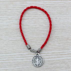 2b4ae5e553fc Pulsera Roja Con La Medalla De San Benito en Mercado Libre Colombia