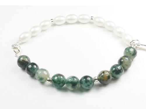 pulsera perlas y piedras verdes con dije torre eiffel de pla