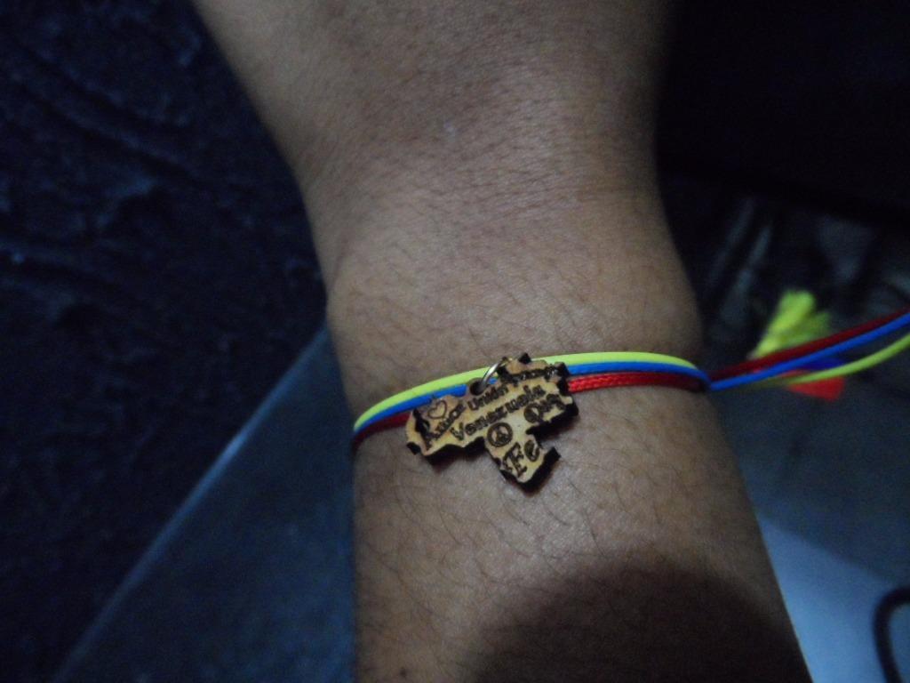 805c76bc3c pulseras con tematica venezolana bisuteria. Cargando zoom.