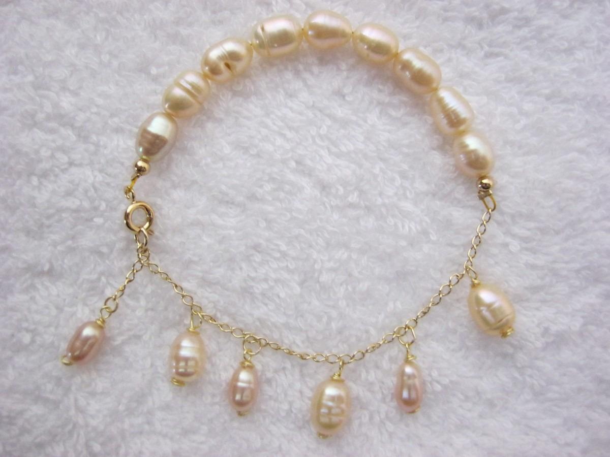 pulseras de perlas, zarcillos, anillos,collares,dijes