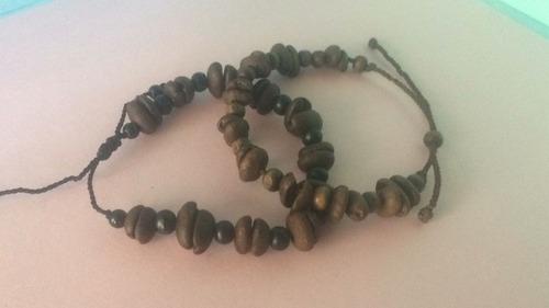 pulseras elaboradas con granos de café