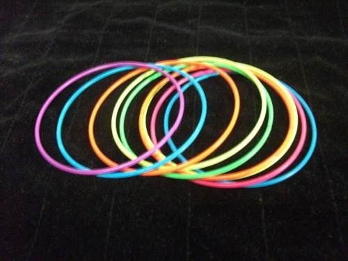 pulseras metal/pintado moda v/colores precio x 9 pz t/v
