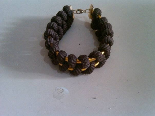 pulseras paracord con cordón dorado