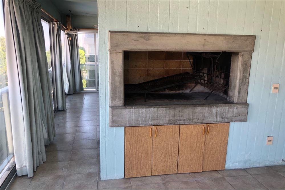 punta carretas 370 m2, dos garajes y estufa a leña