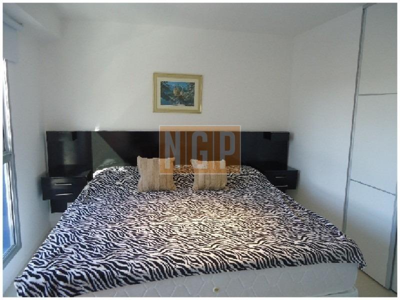 punta del este piso   cómodo y muy luminoso . modenos muebles!  -ref:17270