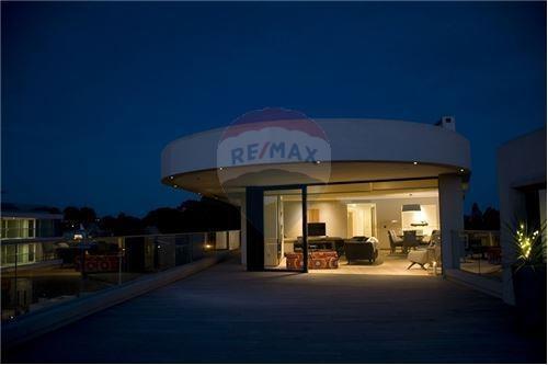 punta gorda,3 dormitorios, 3 garajes  categoría,