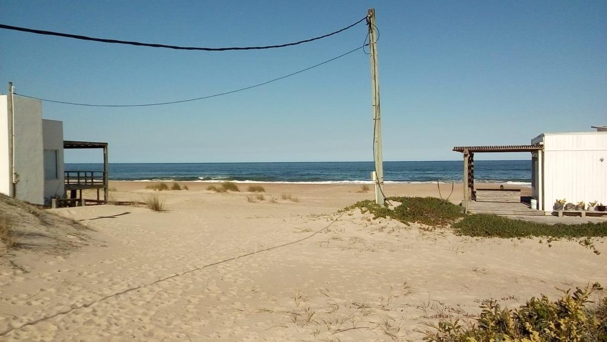 punta rubia (la pedrera) a metros de la playa