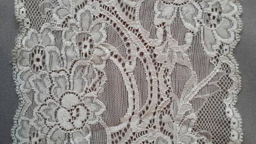 puntilla elastizada color beige de 15 cm de ancho 1+3 metros