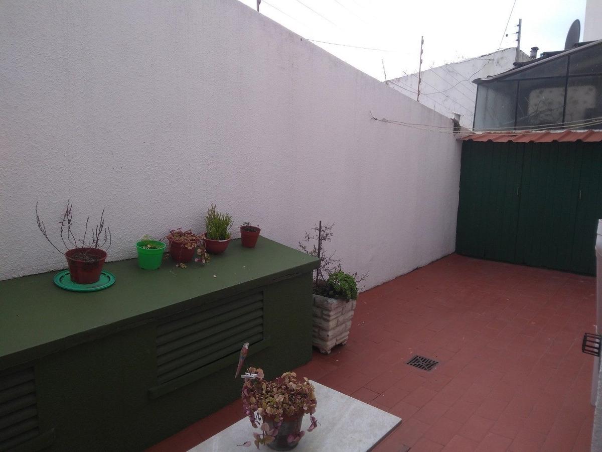 pza peralta ramos. departamento dos ambientes con patio.