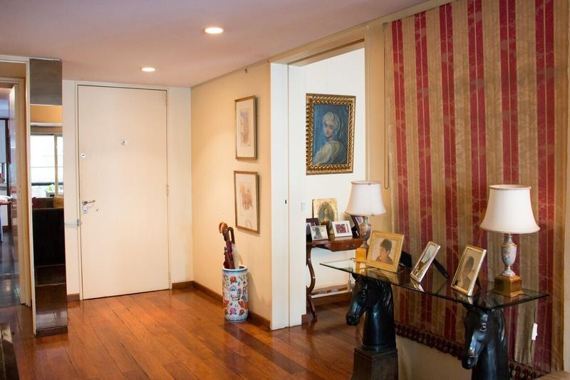 pza san martín sgto cabral 800, cancillería- piso de living y comedor, 4 dormitorios y 2 cocheras!